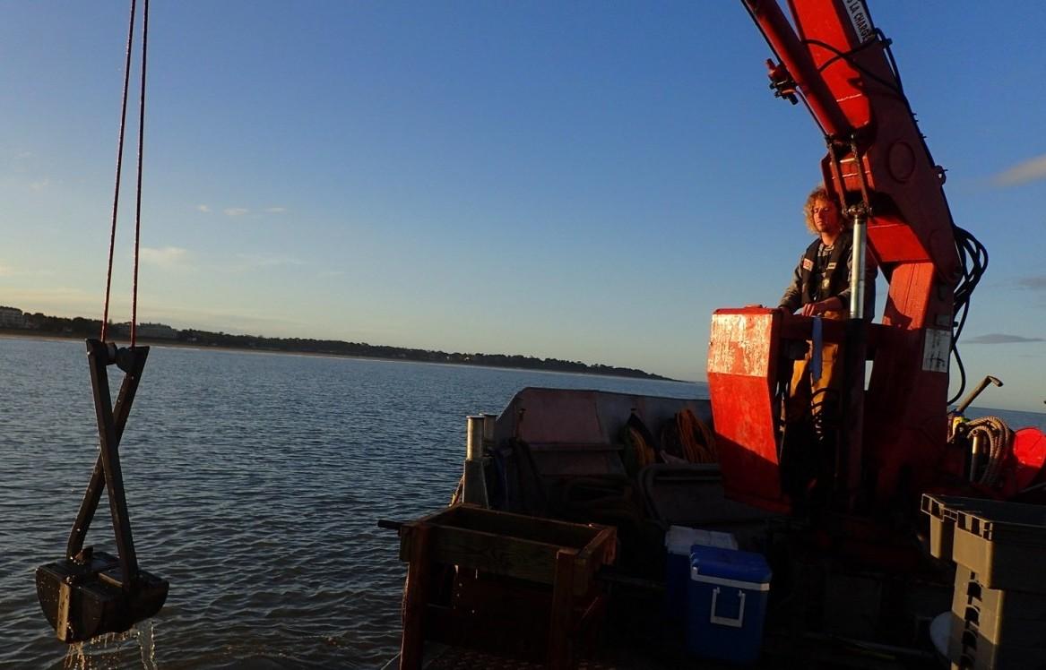 Mise à disposition des navires avec l'équipage pour l'étude et l'expertise des milieux marins et pour le transport de personnes et/ou fret